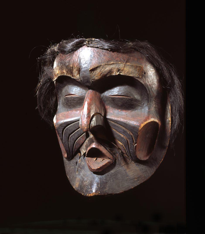 Maske aus bemaltem Zedernholz