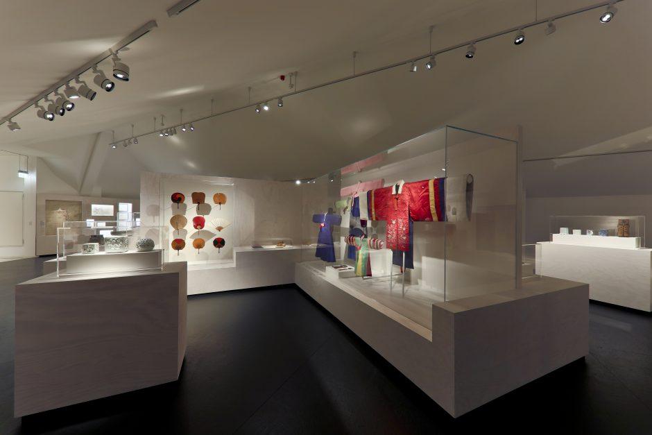 Vitrinen, Ausstellung Uri Korea