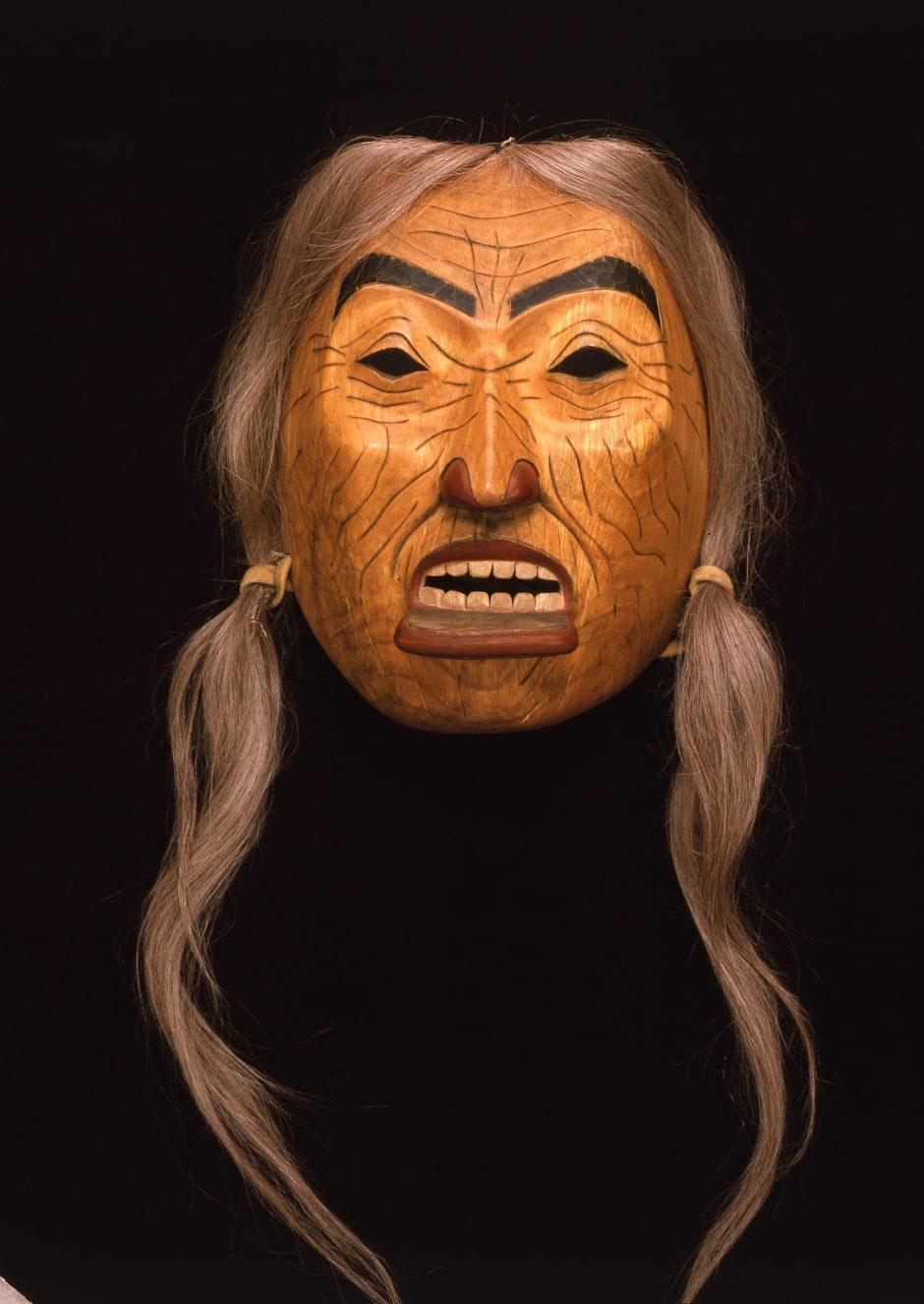 Maske einer alten Frau mit Lippenschmuck und Haaren, Kanada