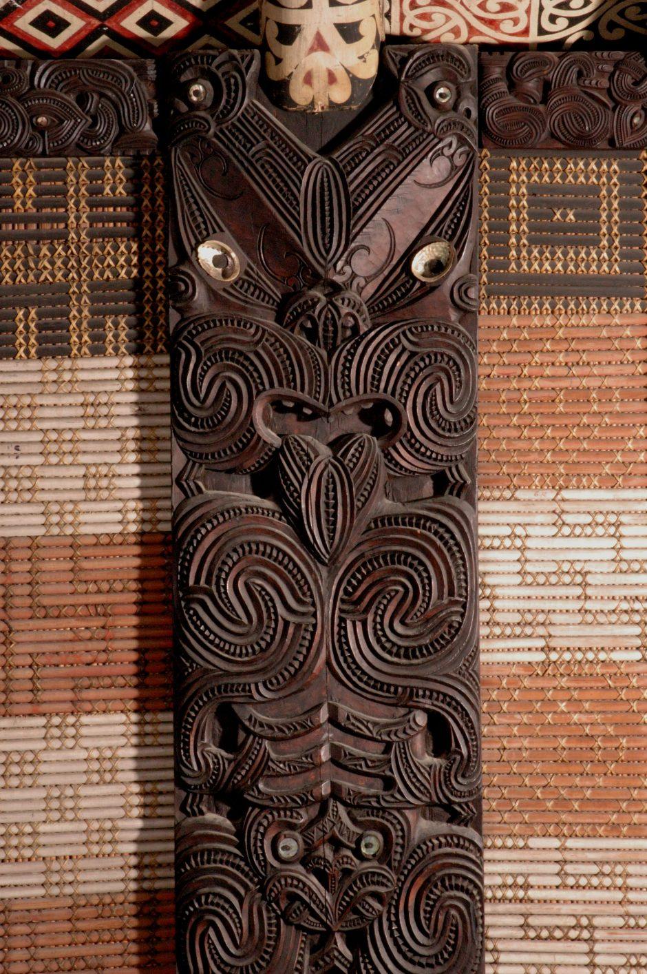 Detailansicht Rauru - Versammlungshaus der Maori, geschnitzt