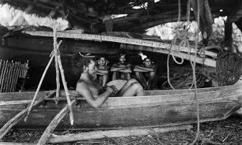 Bootshaus, Mikronesien, Bootsbau, Holzboot, Gruppe, Mann im Boot, Seile
