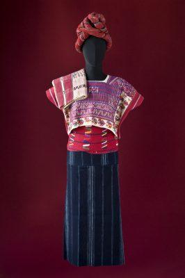 Zeremonielle Frauentracht (Bluse, Rock, Gürtel, Tuch, Haarband)