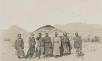 Gruppe vor Jurte, Ail, Burjaten, Mongolei, Steppe, Unterkunft, Fluss Tesj