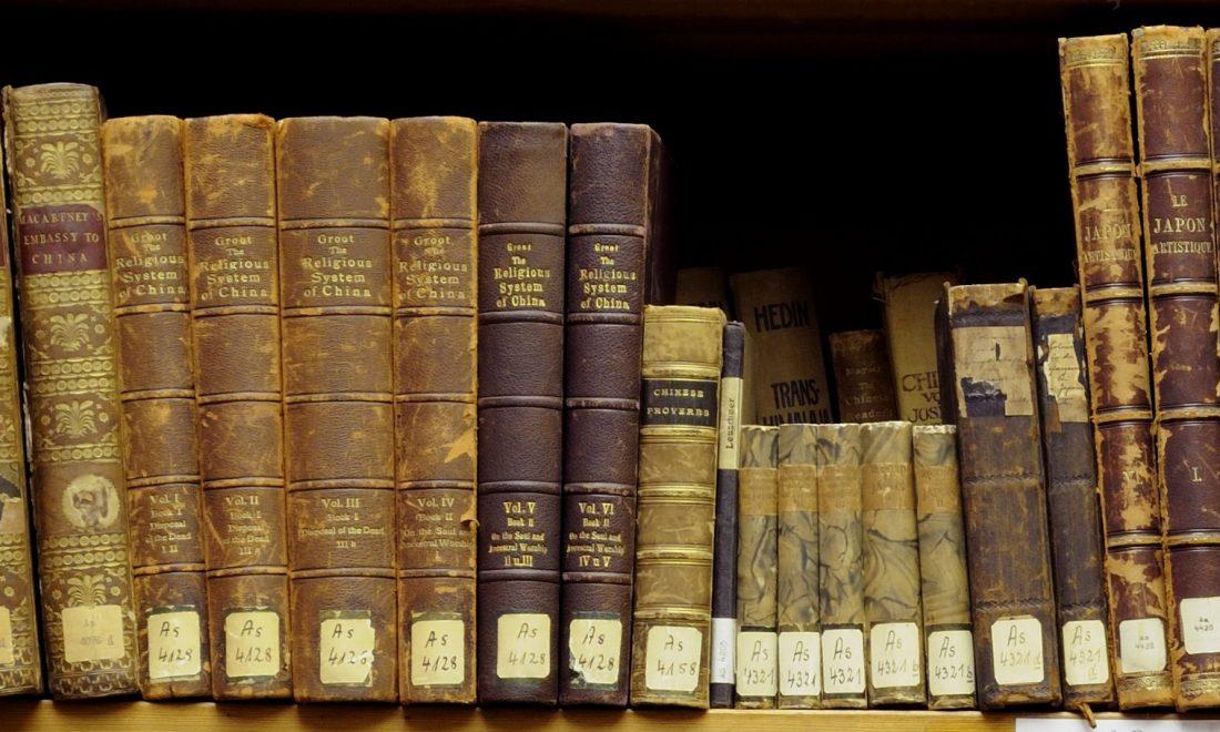 Alte Bücher der Asiensammlung, die zu der MARKK-Bibliothek gehören
