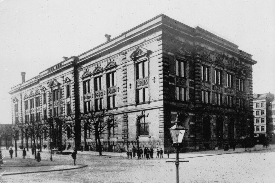 Exterior view, Natural History Museum Hamburg around 1890, b/w photograph