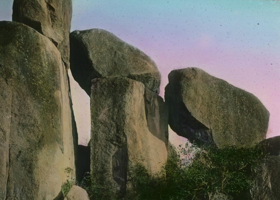 Expedition, Niellim, Felsen, Fotografie, handkoloriert, rosa-blauer Himmel