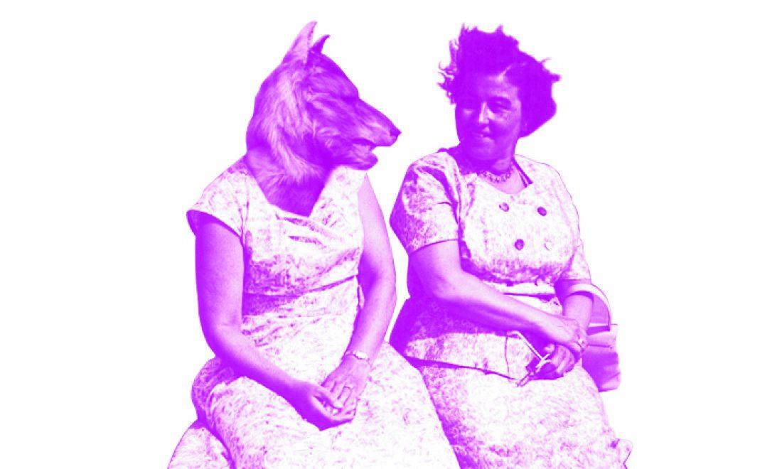 Damen am Strand mit Wolfskopf