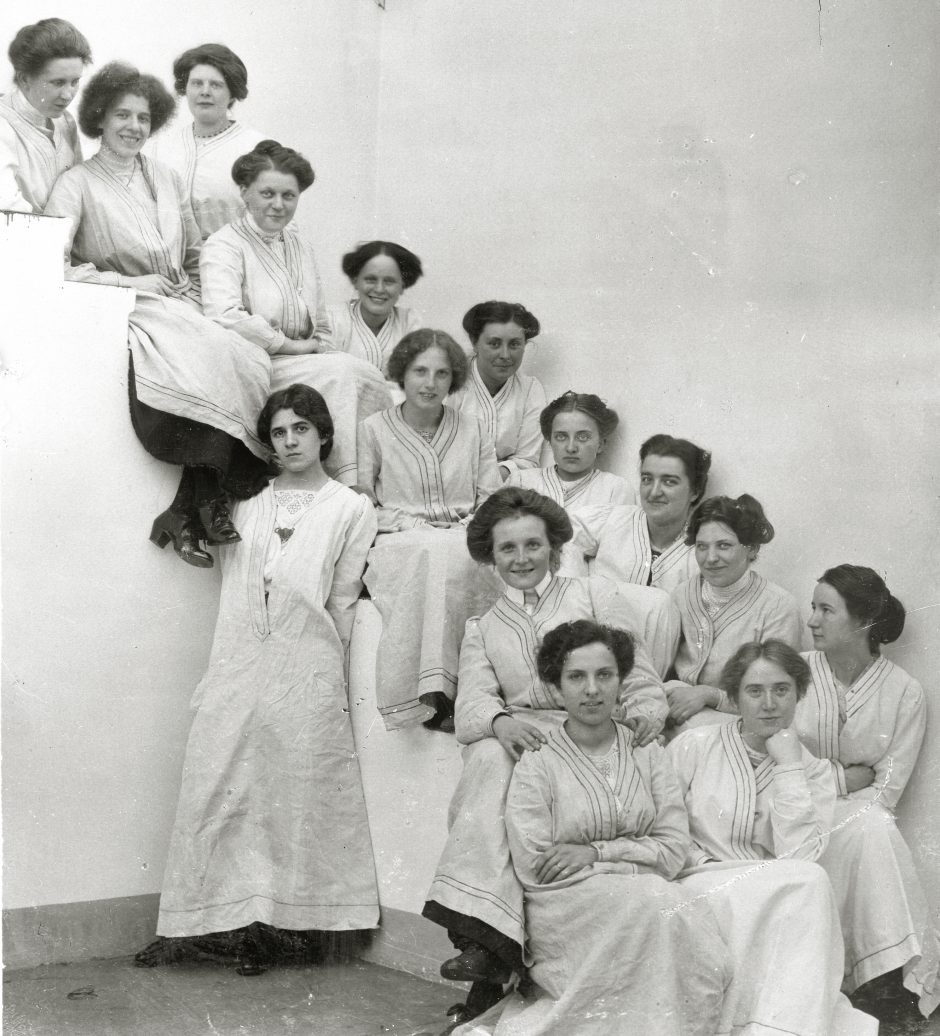 Zeichnerinnen um 1914