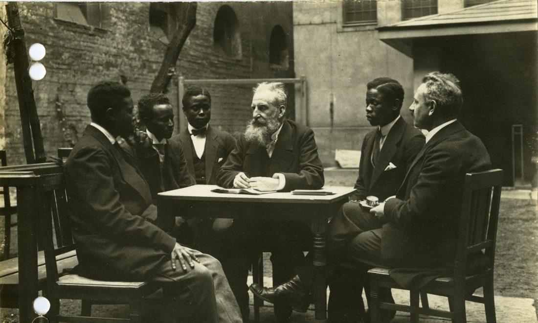 Wilhelm Doegen with African prisoners of war in the Ruhleben camp