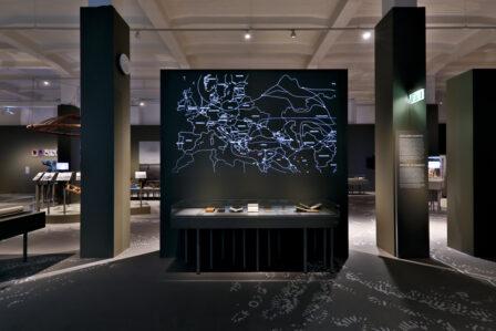 "Blick in den Ausstellungsraum ""Steppen & Seidenstraßen"""