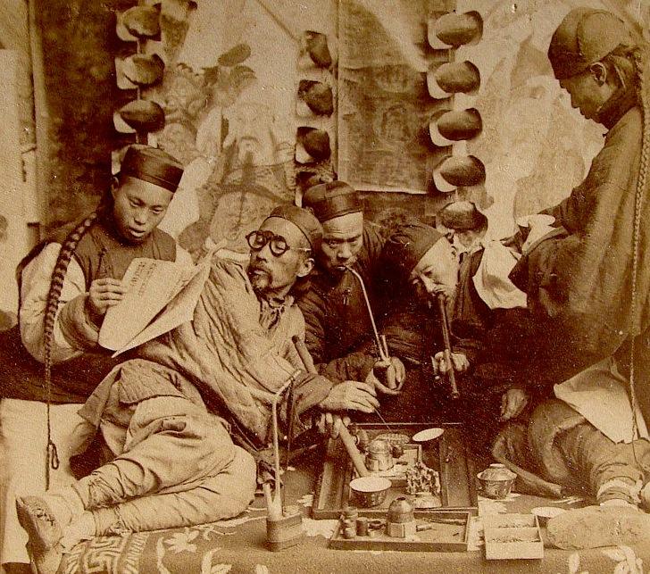 Opiumrauchen in Canton, China, Foto um 1900
